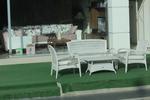 Удобни маси и столове от светъл ратан