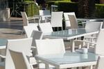 Маси и столове от светъл ратан в различни цветове и плетки