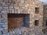 Декоративна стена от изкуствен камък