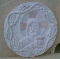 Релефи и орнаменти от естествен камък