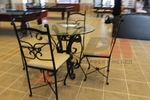 качествени столове от ковано желязо за поставяне в дома и градината