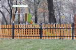 дървена ограда за детска площадка по поръчка